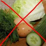 Ложный миф о вреде огурцов и капусты: чем питаться кормящей маме?