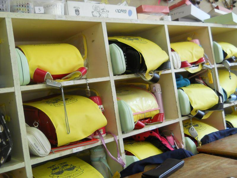 японский ранец - один на все школьные годы, очень дорогой.