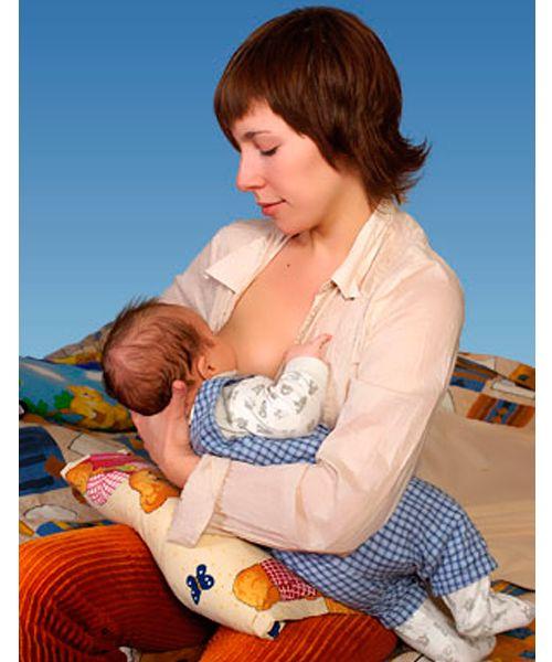 Rebenok-soset-grud-kajdyy-chas. Ребенок сосет грудь каждый час.